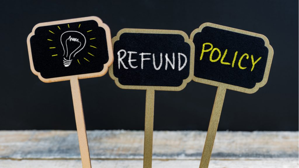 3 small signs advertise a refund policy.  DealDash offers a refund guarantee for new customers.