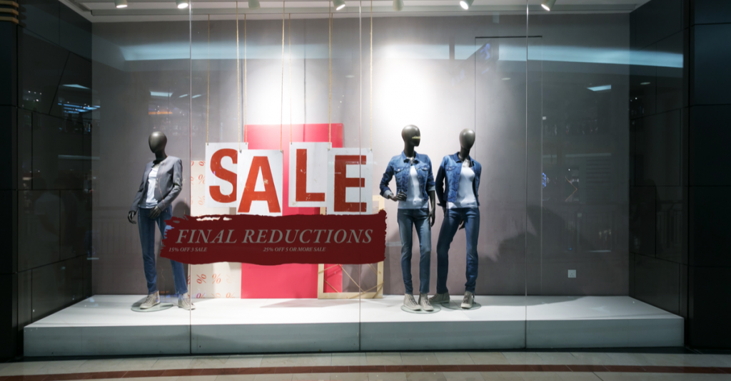 A display for a mall store that advertises final reductions.